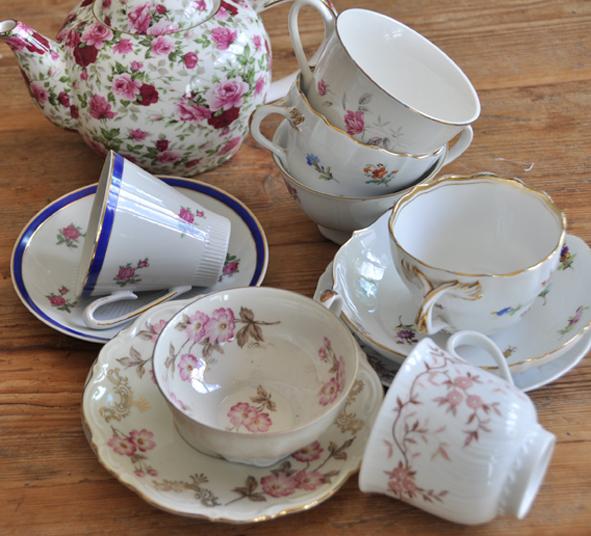 Teacups tea party, Kaffeeklatsch, Porzellan Teetasse und Untertasse, Teekanne, Mismatching, Berlin, Bone china teacup and saucer, teapot , mismatching