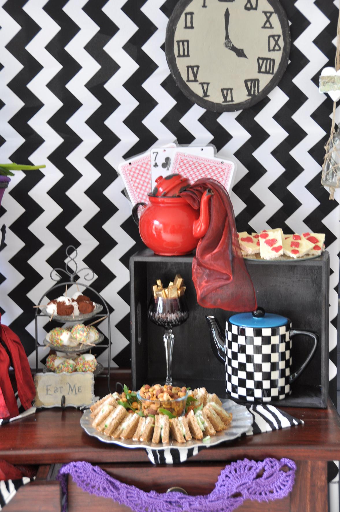 Dekoverleih Berlin. Zebra Rose Mad Hatter themen-deko party