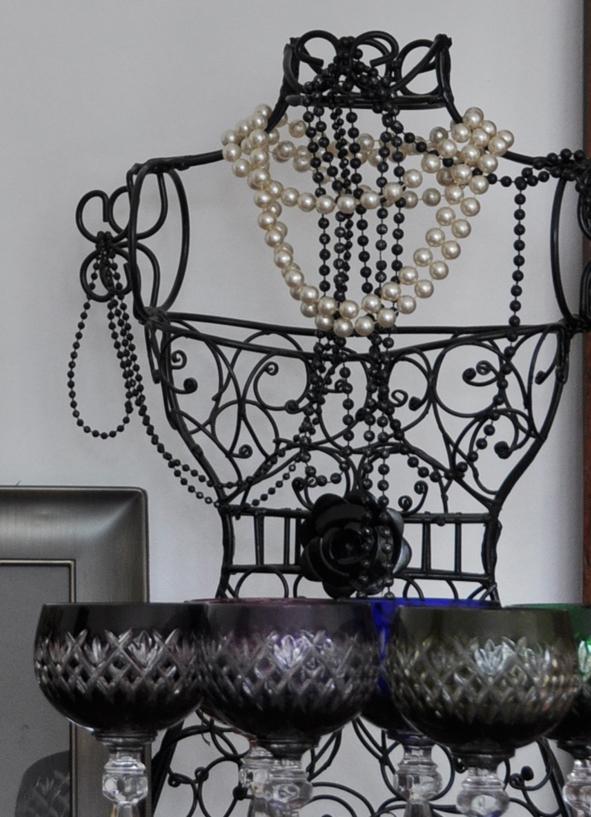 Crockery and decor hire Berlin. Zebra Rose. Letters, vases, blackboards, easels