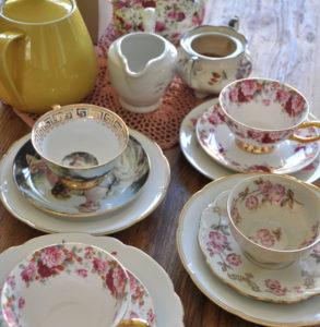Tea party, Teetasse gedeck / teacups, saucers, cake plates, Berlin, Tea party dekoverleih decor hire berlin zebra rose
