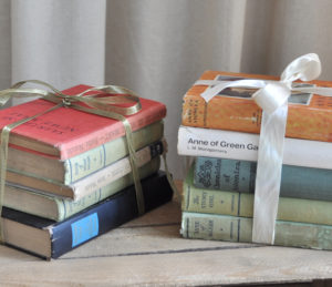 Dekoration, Berlin, Buchstapel, book stack, ribbon, decor