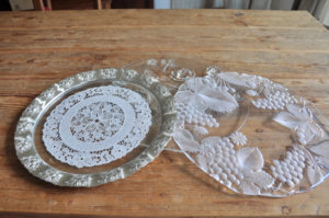 tea time, glass cake plate / glass kuchenteller, servierteller dekoverleih decor hire Berlin Zebra rose