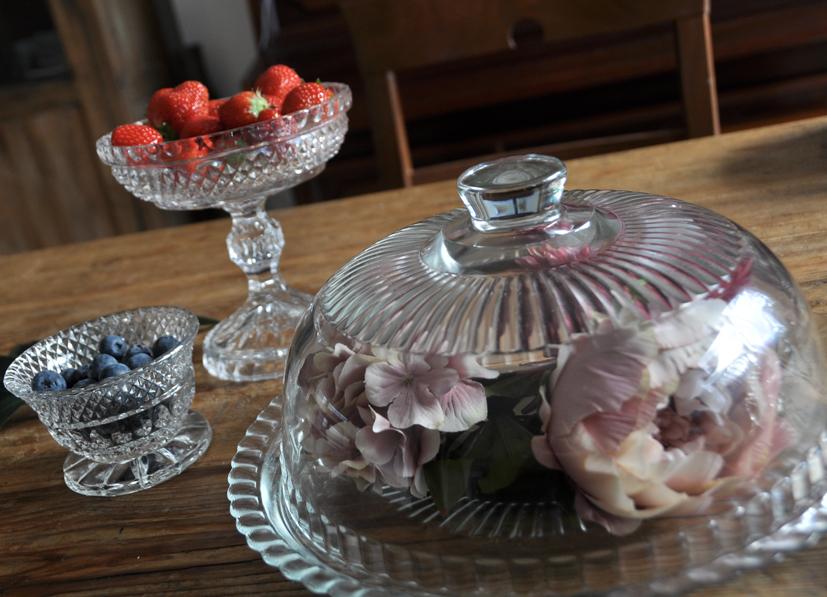 teacups tea time, glass cake dome kuchenglocke kristal crystal