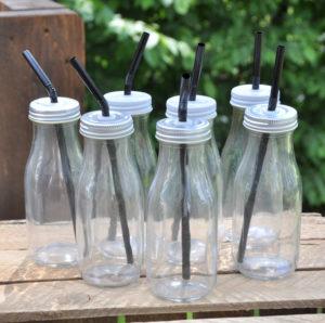 Glasflaschen mit Deckel und Strohhalm, glass bottles with straws, Berlin