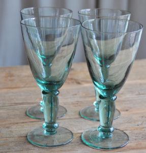 Grüne mundgeblasene Gläser, green handblown glasses