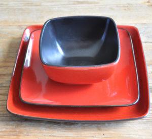 Keramikgeschirr Decor hire Berlin Dekoverleih Zebra Rose ceramic plates square red