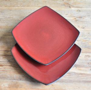 Keramikgeschirr Dekoverleih Berlin Zebra Rose decor hire square ceramic plates