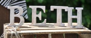 white wood letters / weisse holz buchstaben ziffern